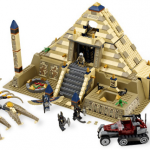 lego_7327_pharaons_quest_piramida_skorpiona_-_samij_bolshoj_konstruktor_iz_serii_poiski_faraona