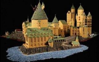 Хогвартс из 400 000 деталей LEGO